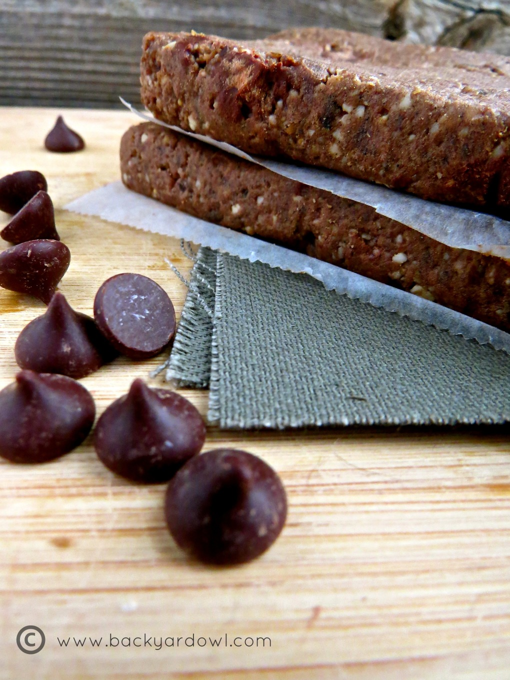 cookie dough protein bars with cashews and dark chocolate